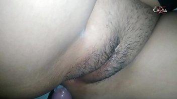Мужичок вставляет свой длинный стоячий фаллос в задницу