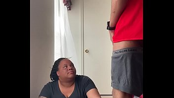 Лысый мужик вставил в попочку девушке в красных чулочках
