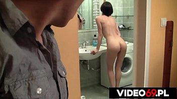 Молодой телочке нравится ласкать половую щелочку в колготочках. Она мастурбирует клитор и кончает от этого.