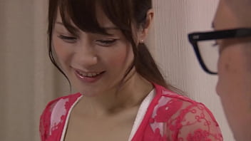 Девчонка с мокрой киской занимается поревом при помощи вакуумной игрушки