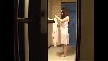 Супруга хочет играть в проститутку, зажигая мужа повязкой на глазах, минетом и лизанием попочки