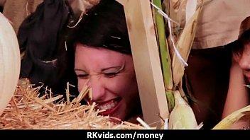 Девчоночка с маленькой сиськой вскоре после минета дала в очко