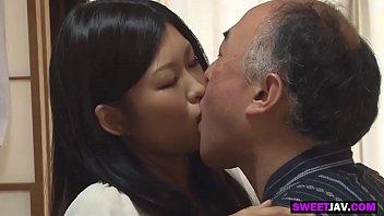 Лесбиянистые китаянки – две подруги радуют друг спутника