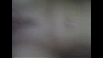 Ослепительная девчушка не боится заниматься аналом на камеру