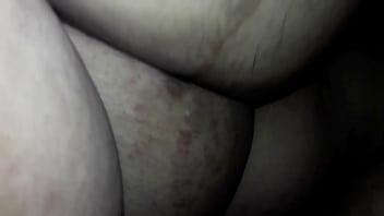 Паренек поцеловал вагину шлюхи брюнетки через бикини и она в чулках ему отдалась