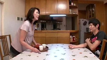 Ava devine в розовом корсете мастурбирует дырку с задницей различными хуезаменителями