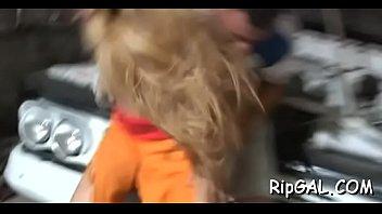 Ебля в половую щелочку вдохновила блондинку-шлюху наконец-то впустить член партнера в упругий задница