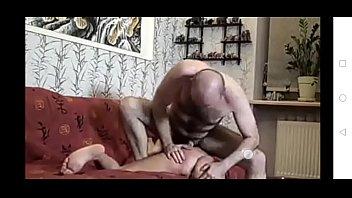 Лысый бизнесмэн привел любовницу в спальную комнату и от трахал ее в манду