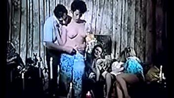 Спонтанный анальный секс пары на импровизированной фото сессии
